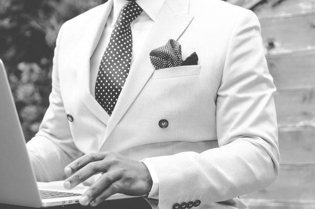 スーツ姿のエリートサラリーマン