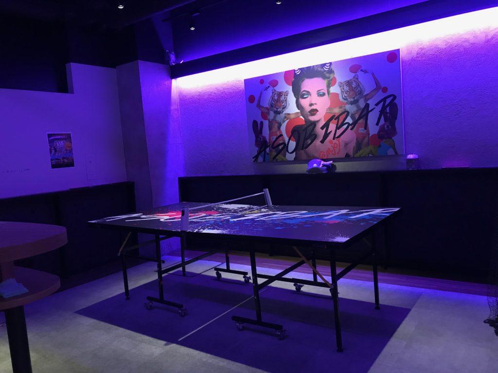 アソビバー梅田店の卓球台