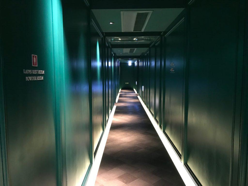 オリエンタルラウンジ茶屋町の廊下